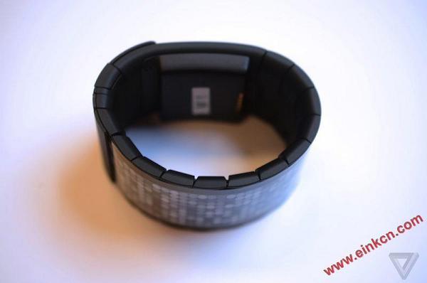 第一款真正的柔性屏幕消费产品诞生了,来自一个叫 Wove 的智能手表   NEXT Big