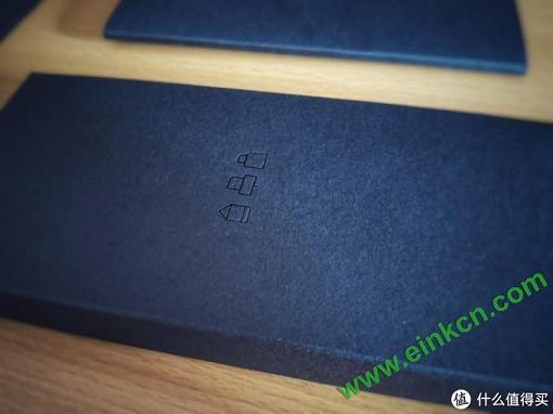 配件盒表面的标识(手写笔、转接头、充电线)