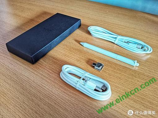 配件:充电线、数据线、手写笔、转接头(裸机不送笔芯)