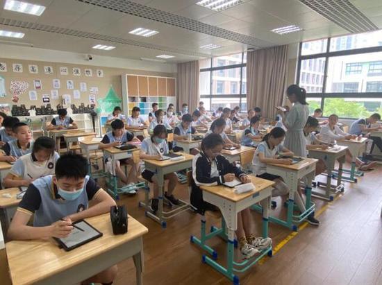 线上学习痛点难消 如何高效解决难题?墨水屏智慧教育方案