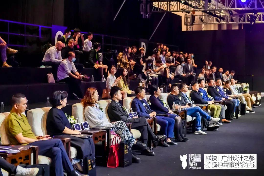 雅量商业智能电子桌牌亮相广州时尚黑马创业大赛,引领智能化数字化时装盛会
